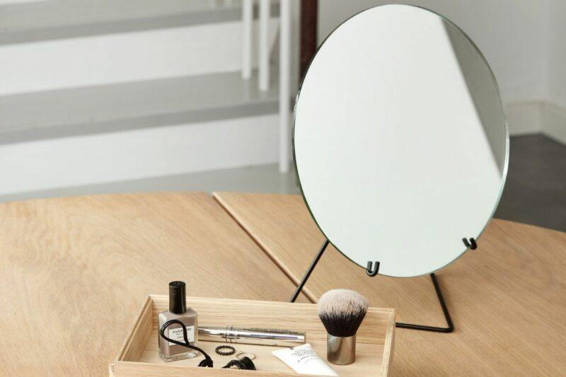 Moebe_Mirror.jpg